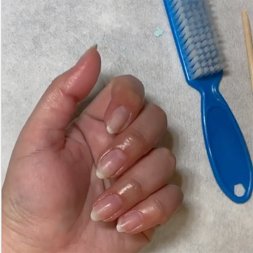 How to Remove a Gel Polish Mani at home