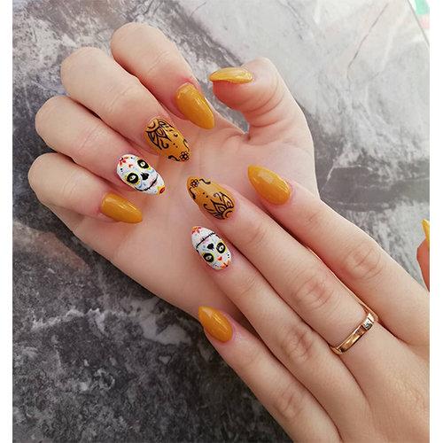 Get inspired by this Day of the Dead nail art
