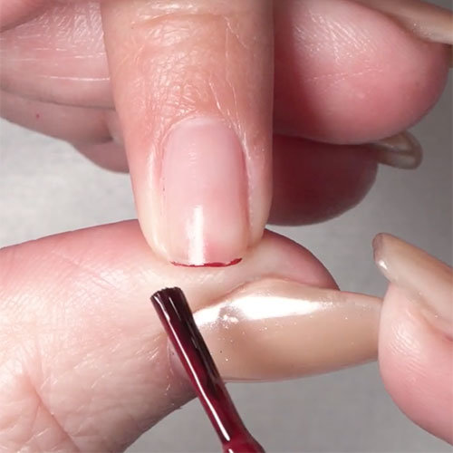 How to apply nail polish on short nails