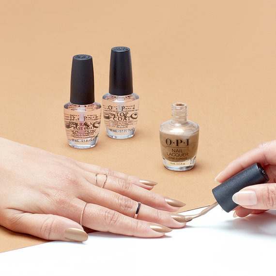 how to Apply Nail Lacquer
