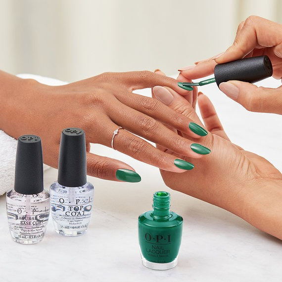 Nail Lacquer Application